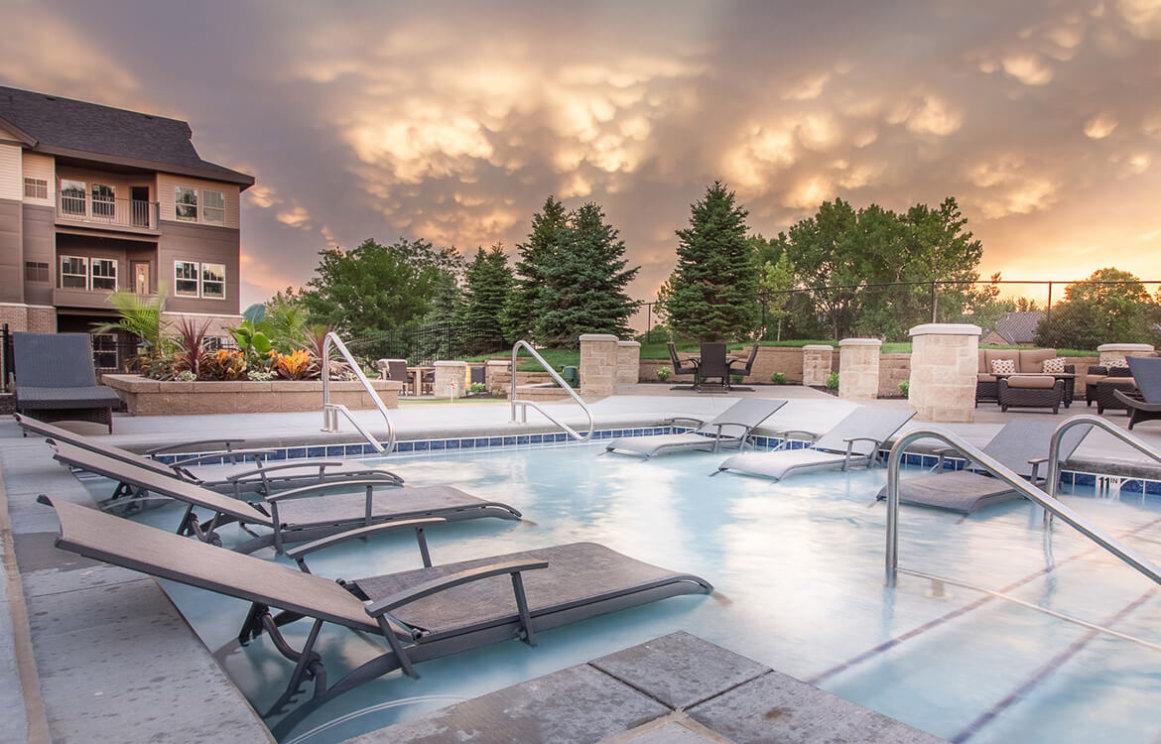 Park120 Omaha Apartment Pool